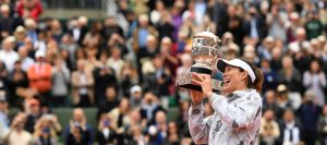 PARIS, FRANCE - JUNE 04:  Garbine Muguruza of Spain poses with the trophy following her victory during the Ladies Singles final match against Serena Williams of the United States on day fourteen of the 2016 French Open at Roland Garros on June 4, 2016 in Paris, France.  (Photo by Dennis Grombkowski/Getty Images)