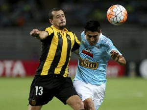 LIMA, PERU - FEBRUARY 18:  Irven Avila (R) of Sporting Cristal struggles for the ball with Matias Aguirregaray (L) of Pen–arol during a group 4 match between Sporting Cristal and Pe–narol as part  of Copa Libertadores 2016 at Nacional Stadium on February 18, 2016 in Lima, Peru. (Photo by Raul Sifuentes/LatinContent/Getty Images)