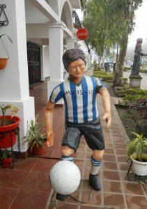 Divertida-escultura-Messi-Argentina-sociales_LRZIMA20160704_0048_11 (1)