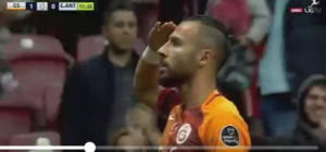 gesto-yasin-oztekin-futbolista-del-galatasaray-turco-2